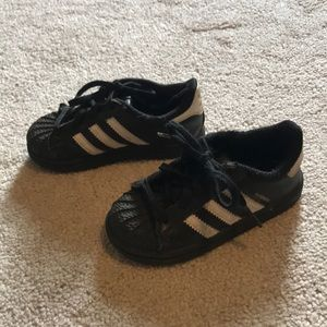 Adidas toddler black shoes